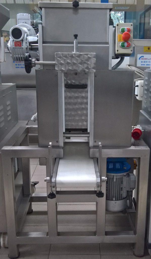 Cilindro automatico 140 dotato di vasca impastatrice